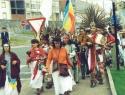 Santiago.comitiva conchera hacia catedral
